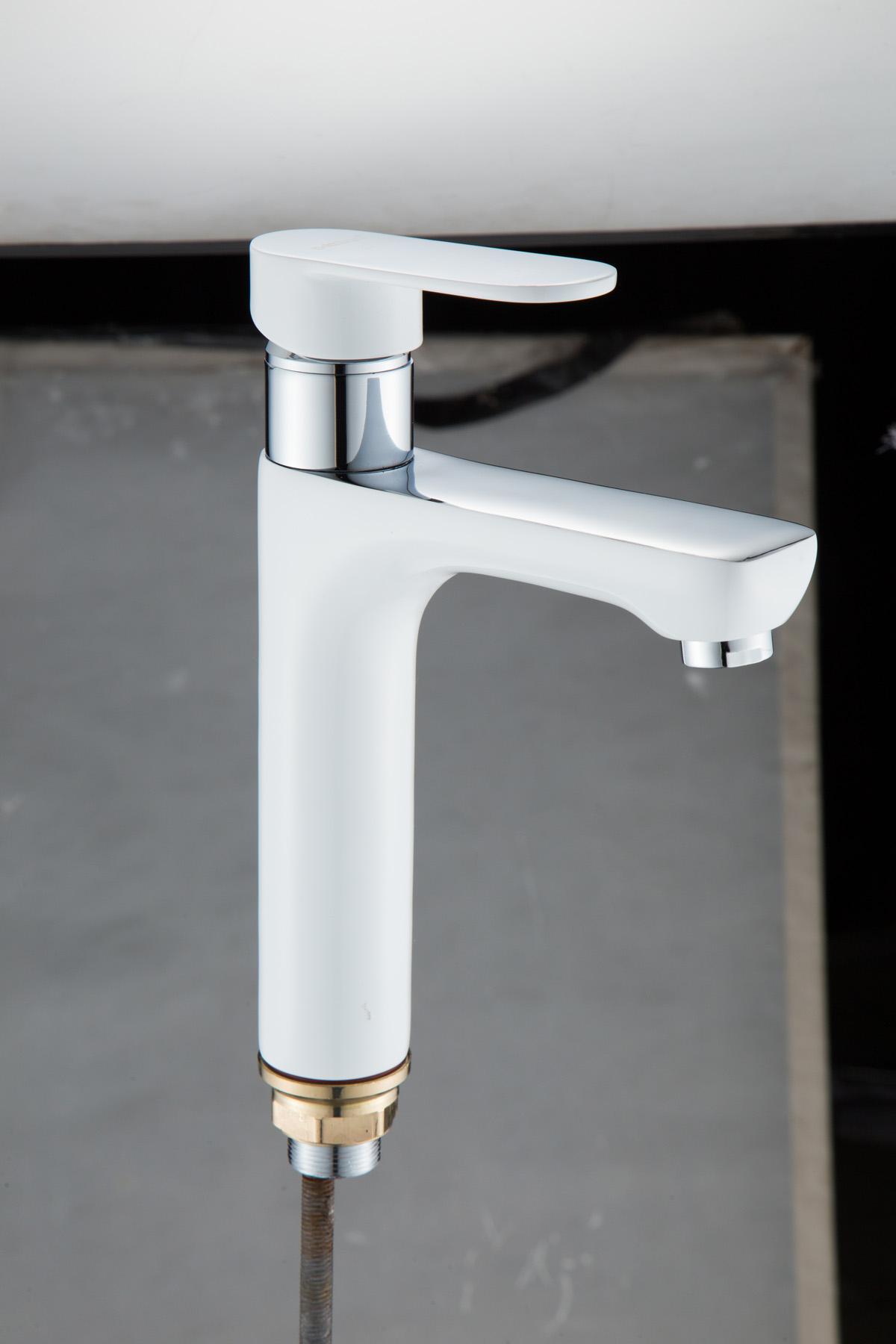 Одноручковый смеситель для ванной D1074-20