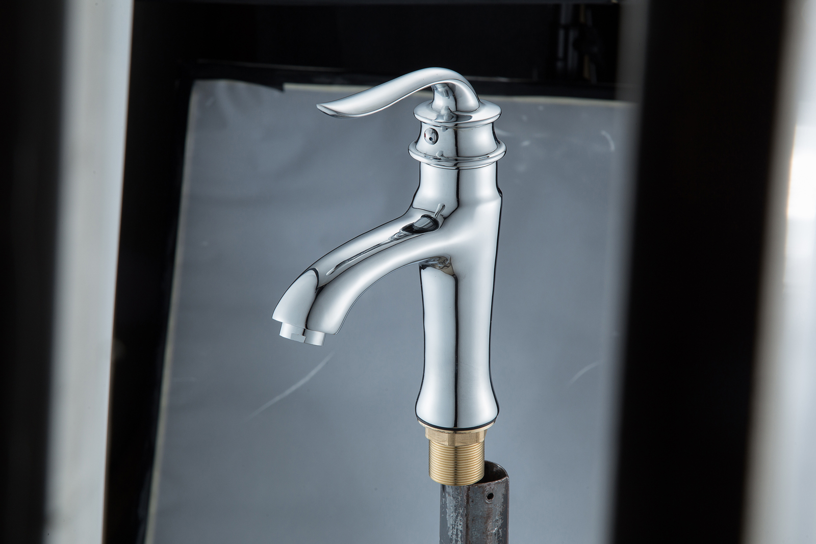 Одноручковый смеситель для ванной D1011