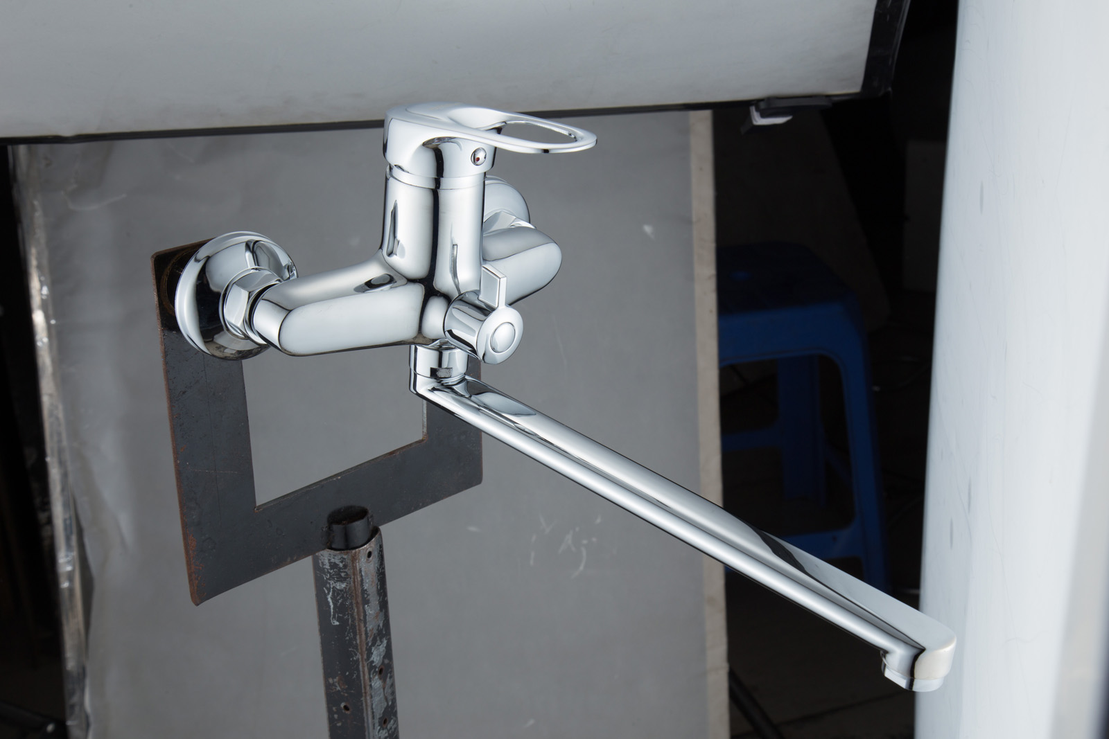 Одноручковый смеситель для ванной D2259