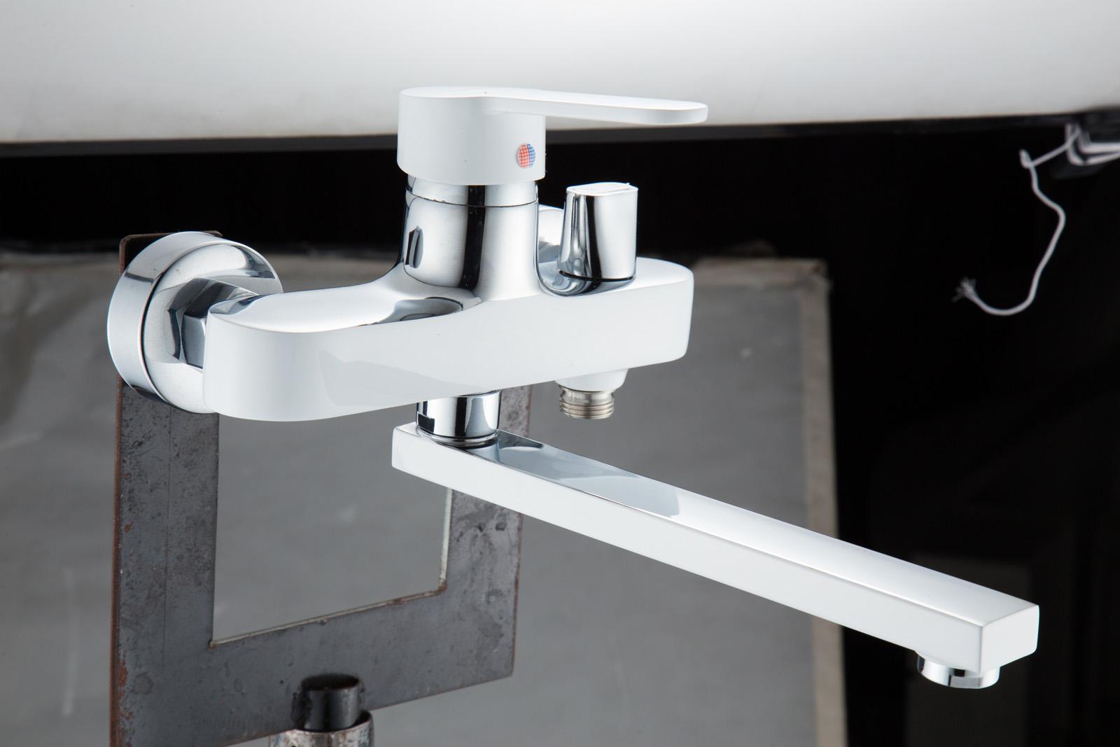 Одноручковый смеситель для ванной D2261-20