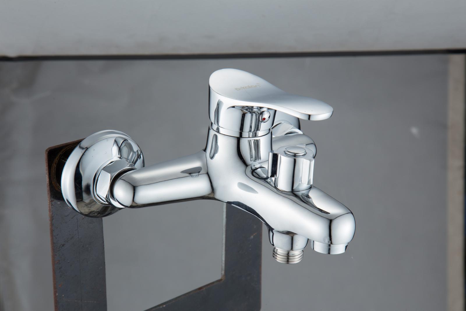 Одноручковый смеситель для ванны D3114