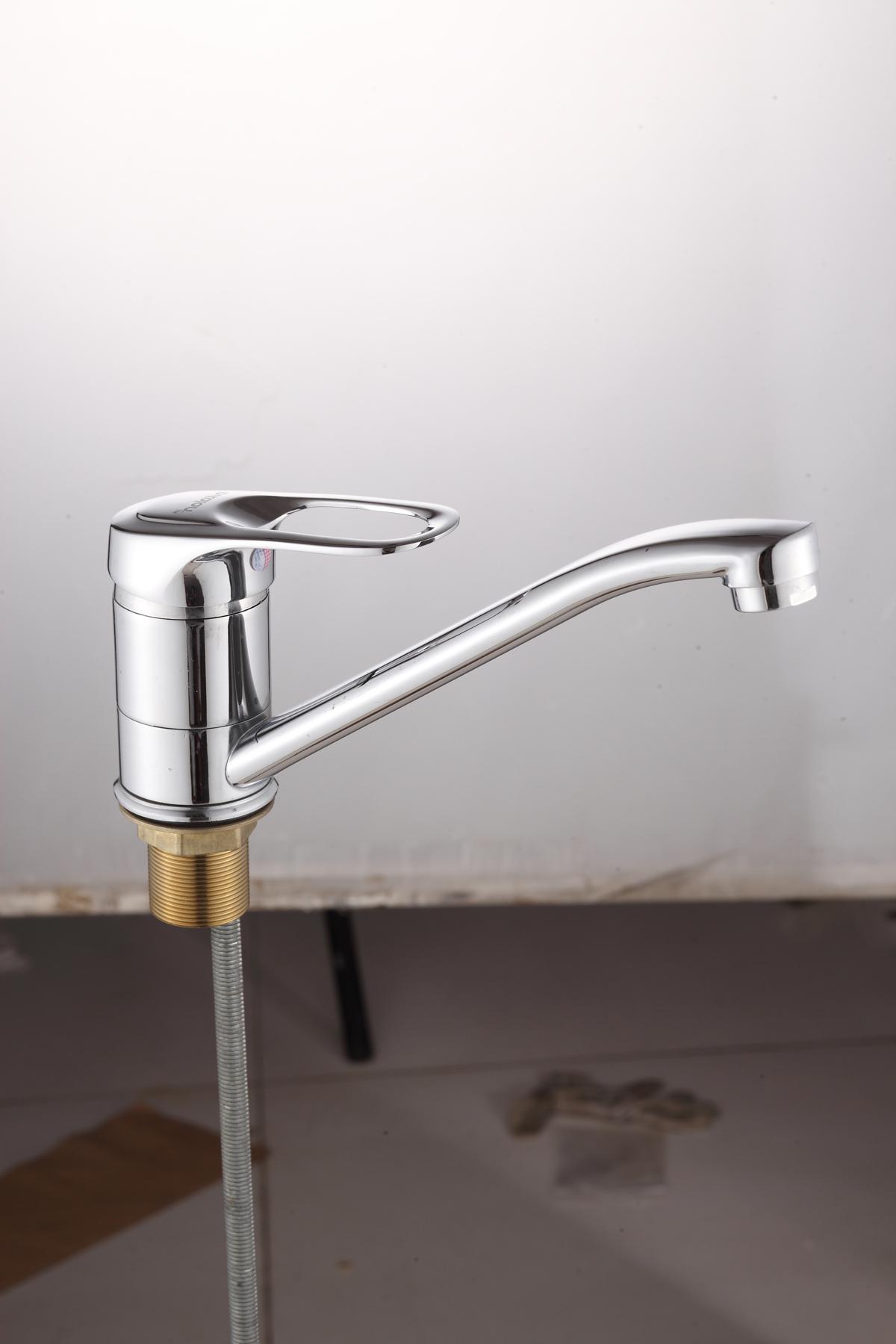 Одноручковый смеситель для кухни D4859
